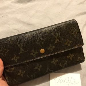 AUTHENTIC LV WOMANS WALLET